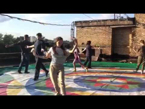 Танец Песни Ваджра на крыше