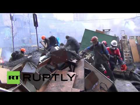 Ukraine: Gunmen stalk Maidan Square