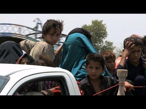 Pakistan: afflux de déplacés fuyant l'offensive au Waziristan
