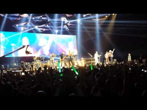 Bruno Mars - Locked Out Of Heaven @ Budapest 2013 LIVE - Moonshine Jungle Tour