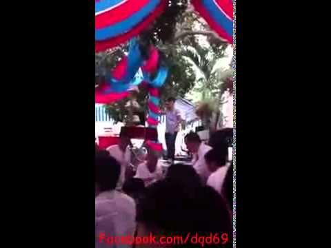 Chàng trai hát Cơn Mưa Ngang Qua cực hay trong đám cưới!
