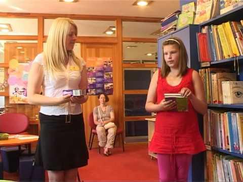Смотреть видео В детской библиотеке жизнь бурлит и летом