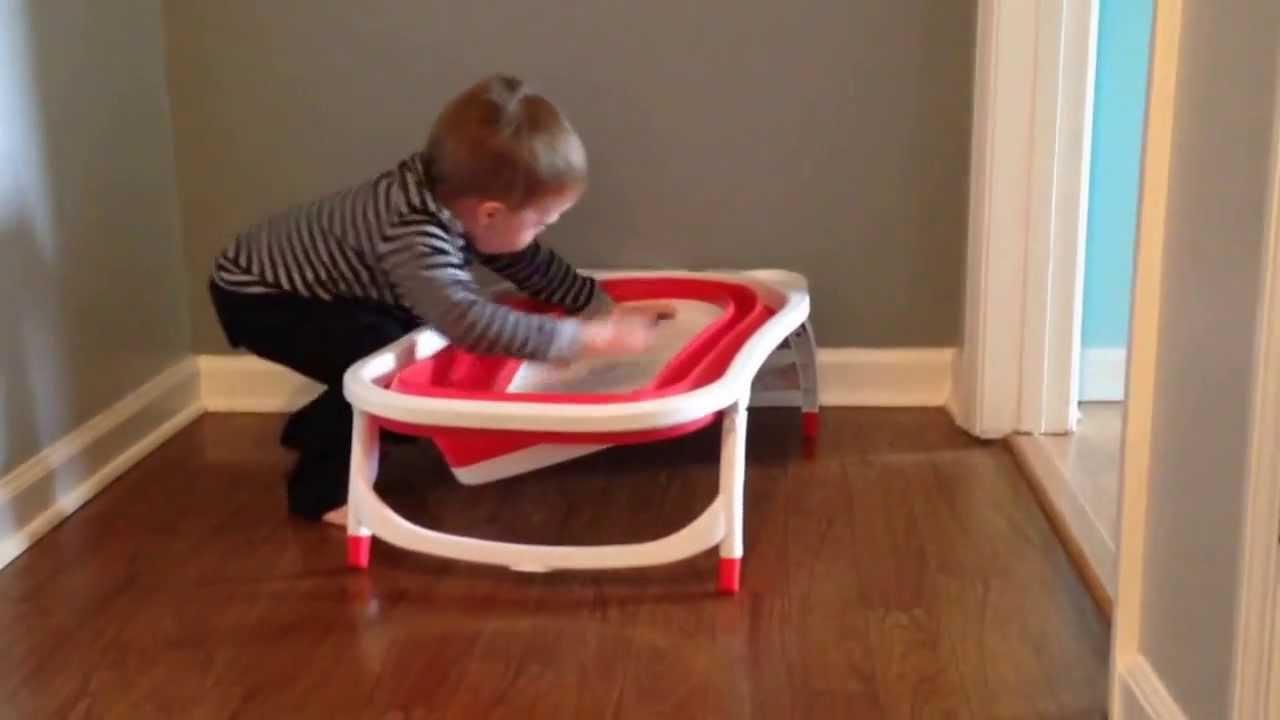 phil demonstrates the karibu folding baby bathtub youtube. Black Bedroom Furniture Sets. Home Design Ideas
