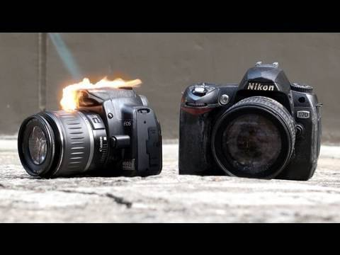 Необычный крэш-тест фотоаппаратов (Nikon D90 и Canon D550)