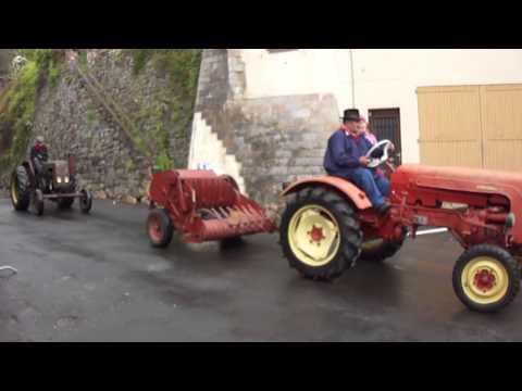 Défilé de  tracteurs anciens 2013 Saint Chély d'Aubrac