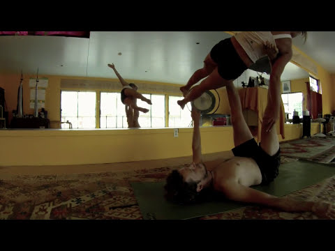 AcroYoga Flow - a critical test of Strength and Stillness