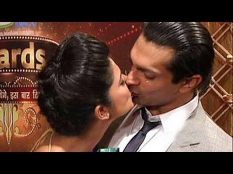 Karan Singh Grover & Jennifer CAUGHT KISSING PUBLICLY - WATCH NOW !!!