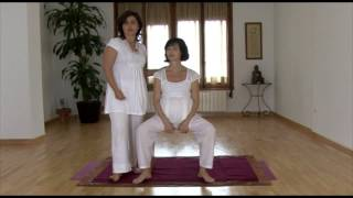 Yoga embarazadas: ejercicio descompresión discal
