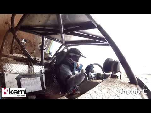 فيديو : متسابق يفاجئ بانفصال عجلة القيادة خلال مناورة تسلق صعبة فيهوي بعنف !!