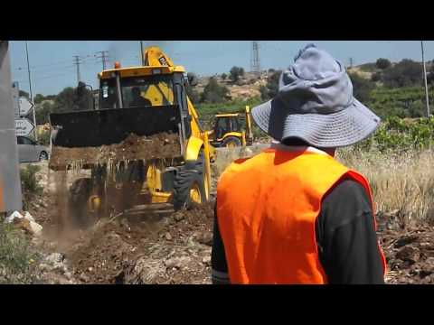 Israeli bulldozer destroys farmers land in Al Ma'sara