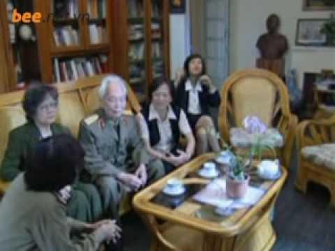 Tướng Giáp và con gái Hồng Anh với quê hương