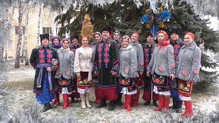 Учасники художньої самодіяльності заспівали усім відому українську різдвяну пісню