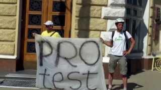 """Protest la primărie: """"Sorbonel, învață legea!"""""""