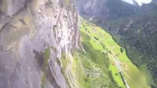 Orang ini terjun ke air terjun dengan ketinggian yang extreme