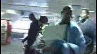 Snoop Dogg wszczyna bójkę na lotnisku