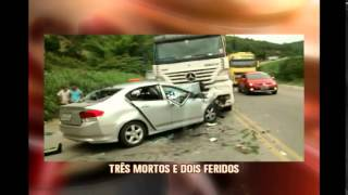 Carro bate de frente com carreta em acidente na BR-116