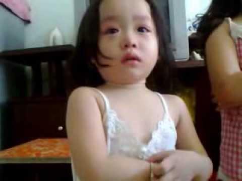 Hài: Hai bé gái bị phạt vì không yêu thương, nhường nhịn nhau!