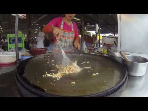 Thai Street Food- Best Pad Thai Omelette in Thailand