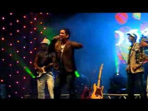 Banda Love Beat - DVD 2011 - Abalando Nosso Amor
