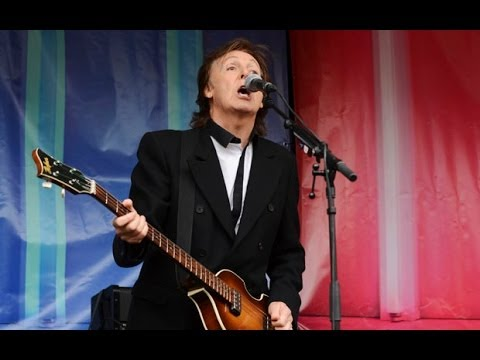 Sir Paul McCartney plays free gig in Covent Garden
