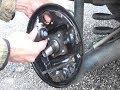 Cambio de las zapatas & cilindros de rueda de frenos de tambor traseras con un kit premontado