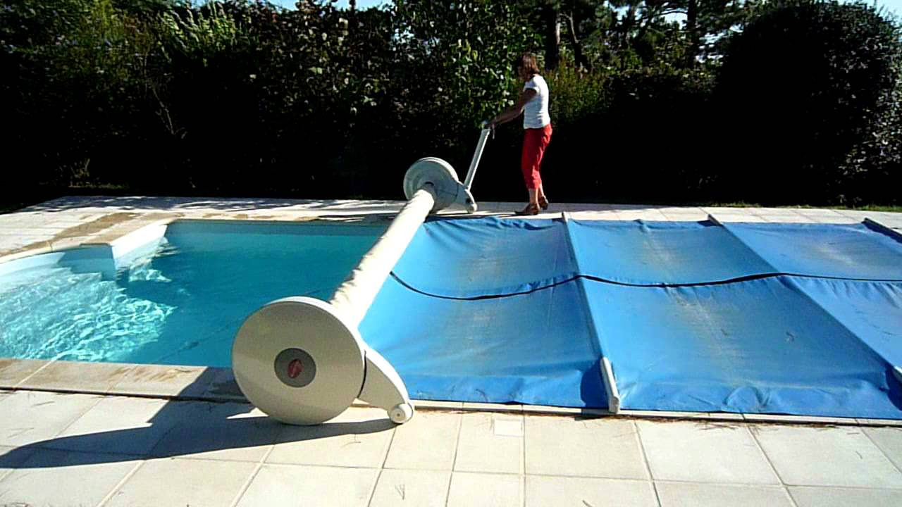 Enrouleur couverture piscine ouverture youtube for Couverture piscine