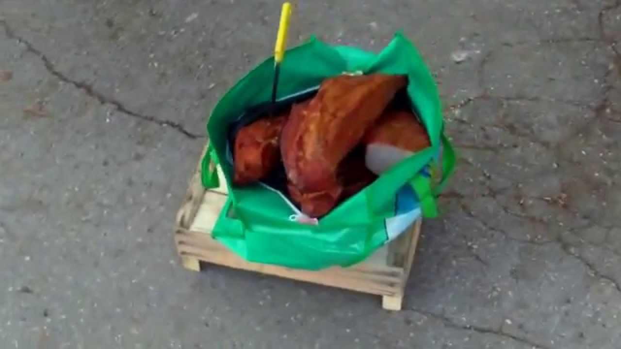 Continuă să vîndă carne afumată de pe bulevard