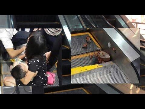 Tin mới nhất hôm nay l Bé trai 4 tuổi ở Hà Nội bị kẹt chân khi đi thang cuốn