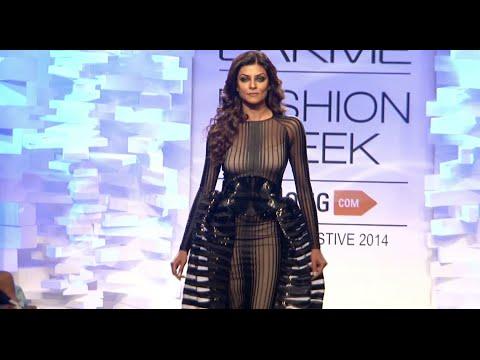 HOT Sushmita Sen open Lakme Fashion Week 2014