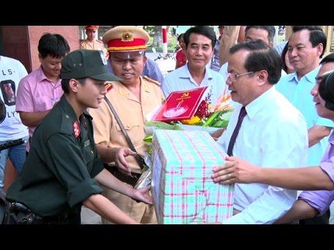 Bí thư Thành ủy Phạm Quang Nghị thăm lực lượng Công an Hà Nội