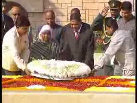 Zanzibar President lays wreath at Rajghat