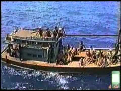 Vượt Biên Sau 30/4/1975 - thuyền vượt biển lênh đênh trong vịnh Thái Lan