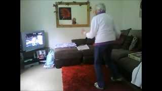 Tua - tua gokil - umurnya 78 tahun coba dance