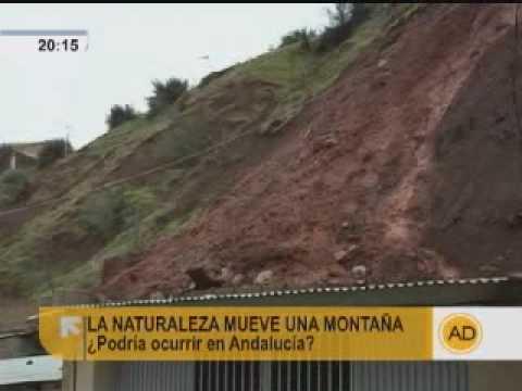 Una montaña engulle un pueblo siciliano