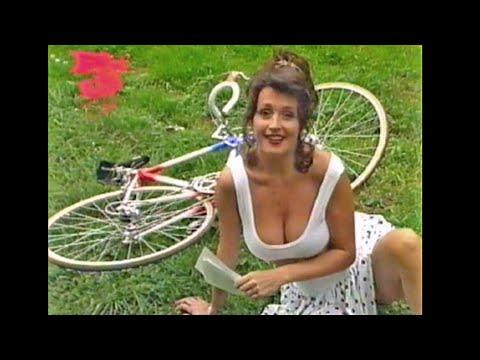 wendy van wanten 1990 pinup club sexy borsten op de fiets   youtube