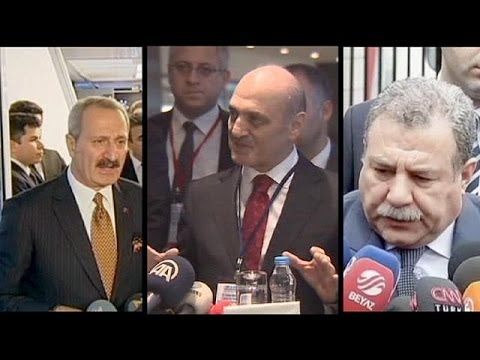 Turkey PM announces cabinet reshuffle amid corruption probe