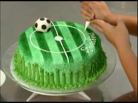 Gateau en forme de stade de foot youtube Gateau anniversaire garcon