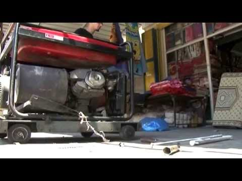 """فيلم وثائقي مثير: ظلام """"مستدام"""" ومولدات قاتلة تحوم في أحياء غزة"""