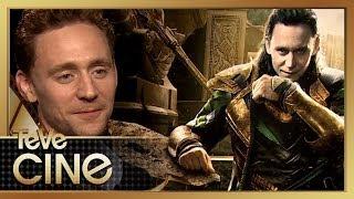 Tom Hiddleston Habla Loki, Trampas, y Búsquedas en Google!