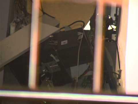 Bandidos explodem caixa eletrônico em Araguari