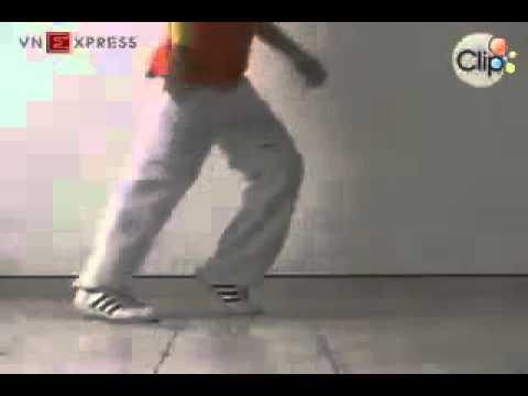 Hướng dẫn cách nhảy Moonwalk như Michael Jackson