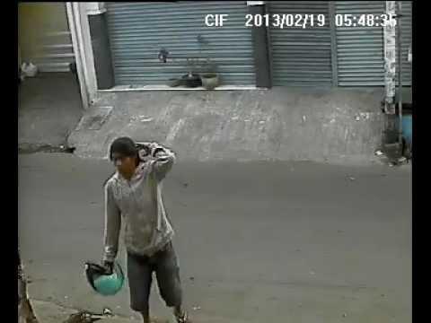 MALING SEPEDA MOTOR DI PUTAT JAYA SBY TERTANGKAP KAMERA CCTV