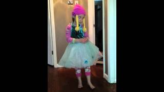 5 Year Old Sings Song From Frozen