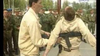 ГЛЕДАЙТЕ какво може един военен инструктор!