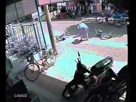 Video tai nạn trước tiệm net