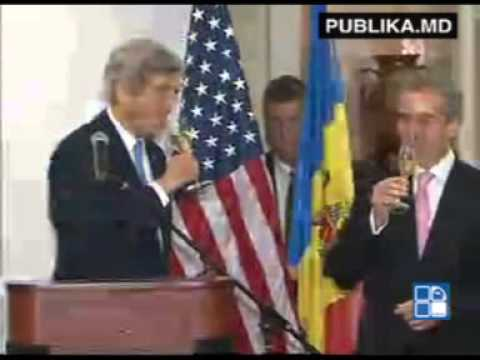 Us secretary John Kerry drank wine with primeminister Leanca in the cellars of Cricova , in Moldova