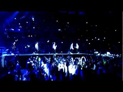 One Direction Teenage Dirtbag Cover 11/30/12 Mohegan Sun