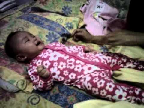 ketawa bayi ngakak baby Aisha