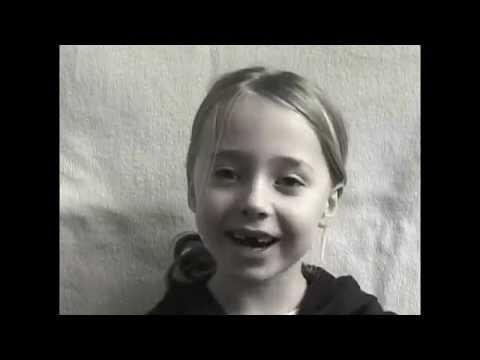 Pai filma a filha dos 0 aos 14 anos e vira hit ao fazer compilação