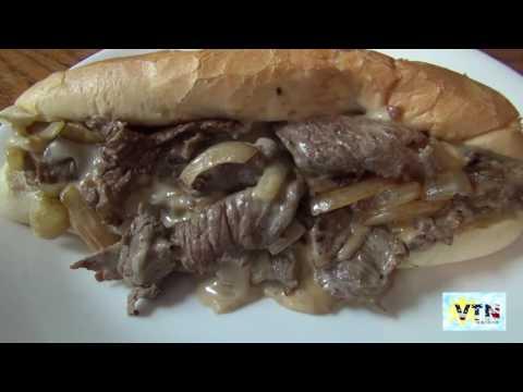 Ăn bánh mì thịt bò nấu ở nhà